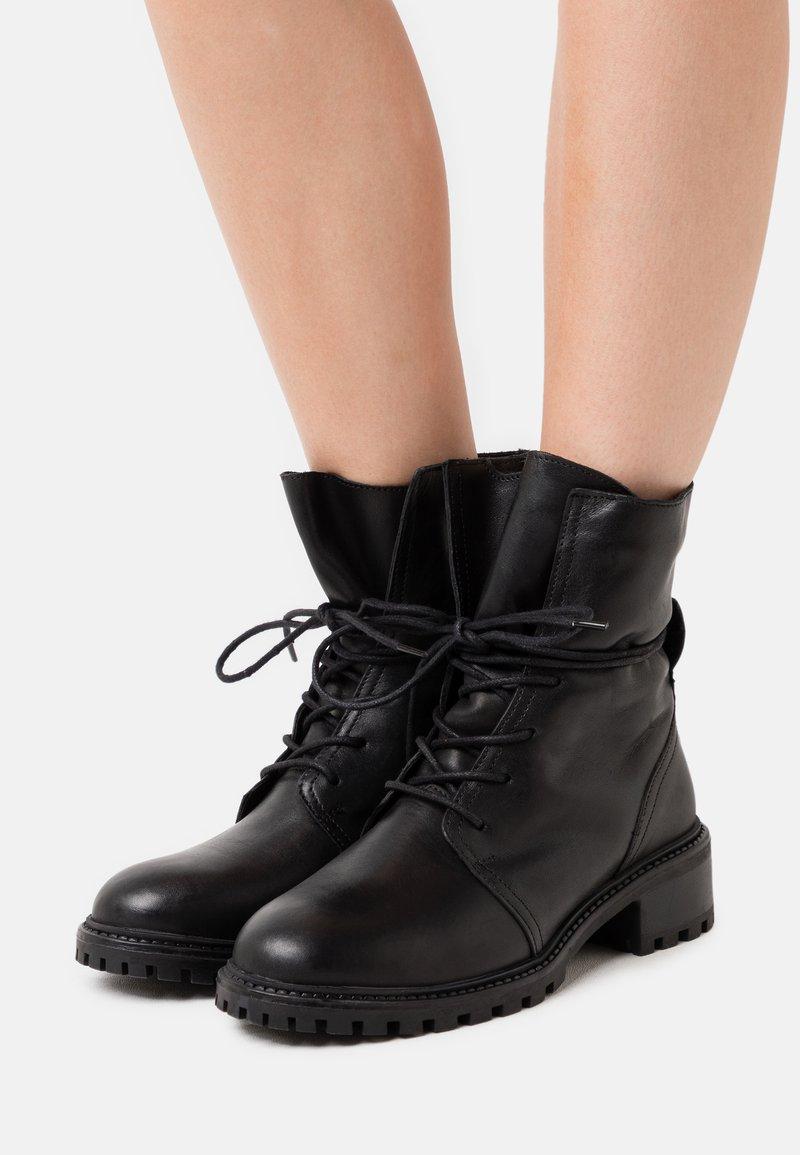 Zign - Zimní obuv - black