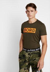 Björn Borg - TEE ATOS - T-shirt med print - forest night - 0
