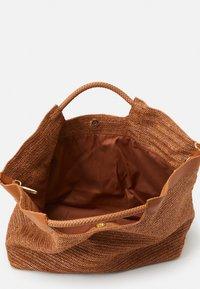 Steffen Schraut - ELLE BEACH SHOPPER - Tote bag - cognac - 2