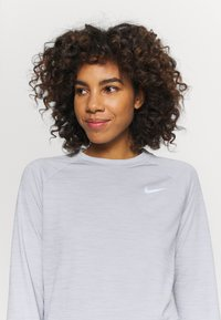 Nike Performance - PACER CREW - Sports shirt - smoke grey - 3