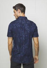 Superdry - MIAMI LOOM BOX FIT SHIRT - Košile - miami tropical indigo - 7