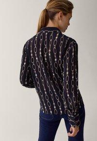 Massimo Dutti - MIT KETTENPRINT - Button-down blouse - black - 2