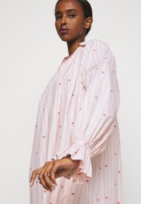 Victoria Victoria Beckham - LIPS PRAIRIE DRESS - Day dress - pink - 5