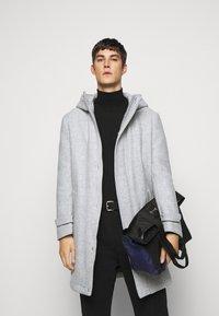 DRYKORN - SECSET - Short coat - grau - 4