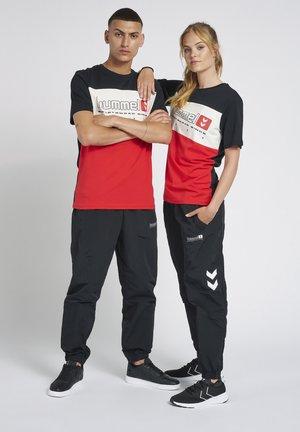 HMLLGC MUSA - T-shirts print - true red