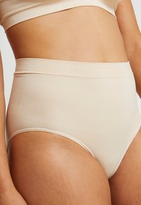 MAGIC Bodyfashion - COMFORT - Shapewear - latte - 4