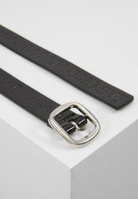 Emporio Armani - PATENT NARROW LOGO BELT - Belt - nero - 3