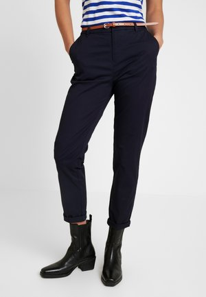 IN STRETCH WITH BELT - Chinos - midnight