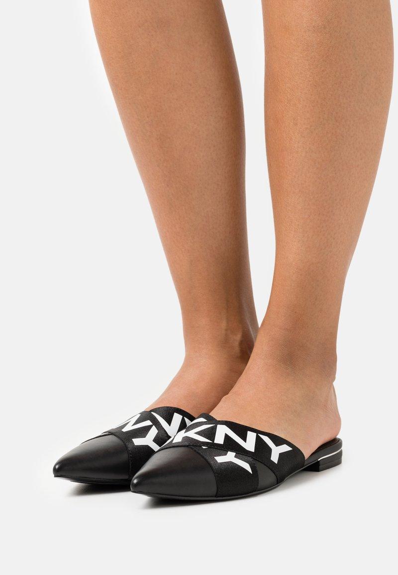 DKNY - ALYA FLAT MULE - Mules - black/white