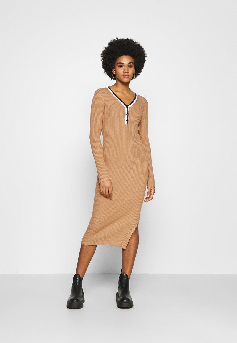 Morgan - MULLY - Jumper dress - camel