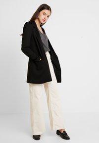 Vero Moda - VMJANEY LONG - Cappotto corto - black/solid - 1