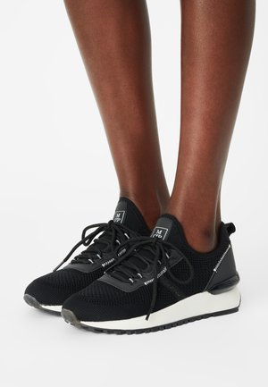 PIA - Trainers - black