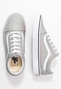 Vans - UA OLD SKOOL - Trainers - silver/true white - 3