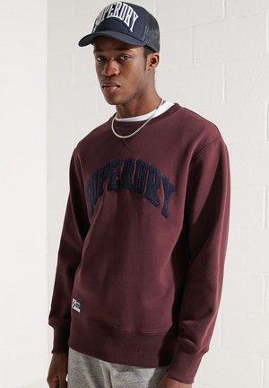 VARSITY ARCH - Sweatshirt - rich deep burgundy