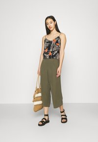 ONLY - ONLCARISA MAGO LIFE CULOTTE PANT  - Trousers - grape leaf - 1