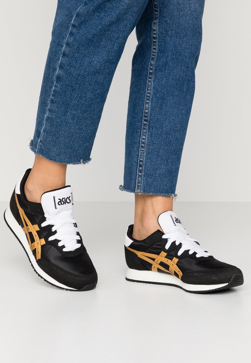 ASICS SportStyle - TARTHER - Sneakersy niskie - black/pure gold