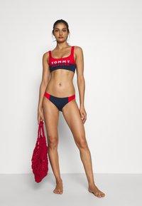 Tommy Hilfiger - BOLD BRALETTE - Haut de bikini - red glare - 1