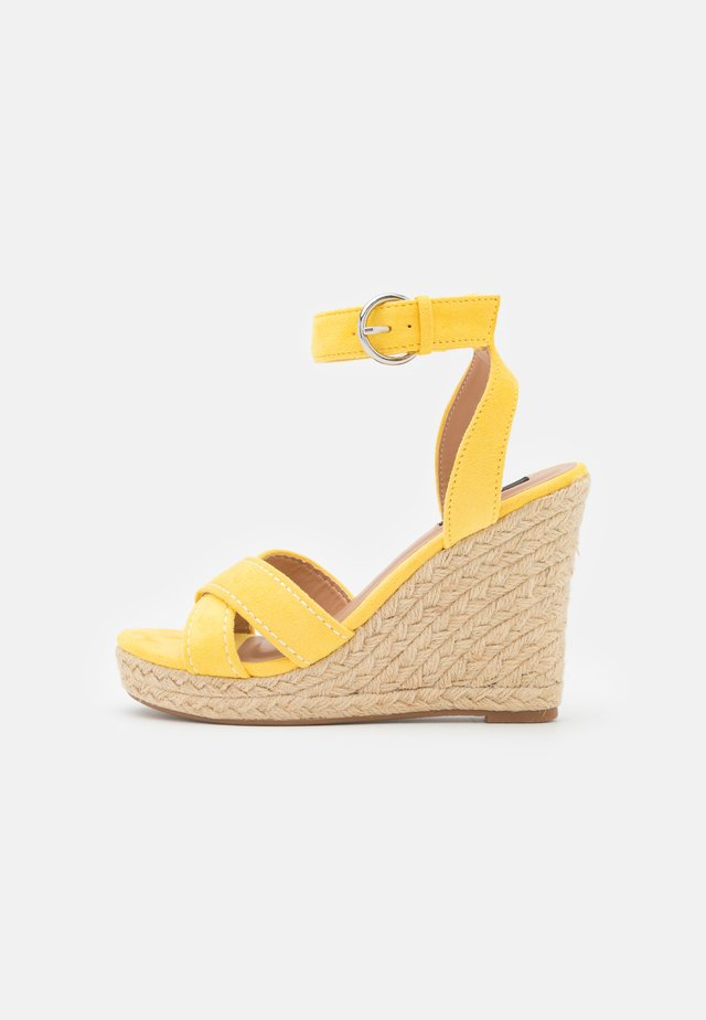 ONLAMELIA LIFE STITCH  - Sandalen met plateauzool - yellow