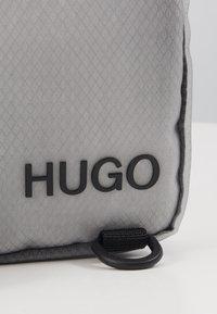 HUGO - CYBER ZIP - Skuldertasker - grey - 5