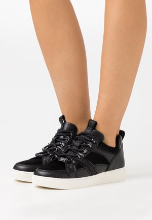 CATCHER LEAD - Trainers - black