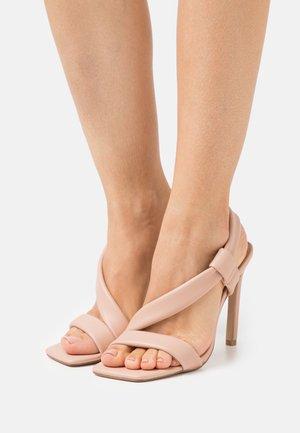 SIZZLIN - Sandály - blush