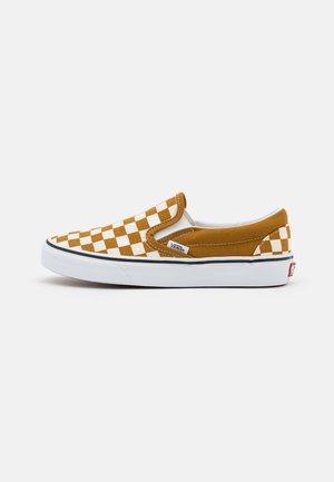 CLASSIC SLIP-ON UNISEX - Loafers - golden brown/true white