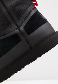 UGG - CLASSIC MINI URBAN TECH WP - Botki - black - 5