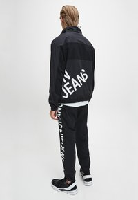 Calvin Klein Jeans - Windbreaker - ck black - 2