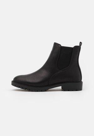 PHEEBI - Kotníkové boty - black