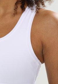 Casall - ICONIC SPORTS BRA - Medium support sports bra - weiß - 3