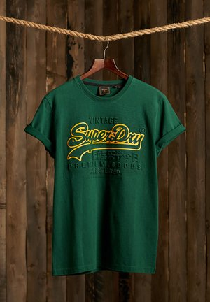 VINTAGE LOGO EMBOSSED - Print T-shirt - mid pine