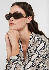 Versace - UNISEX - Sluneční brýle - havana - 3