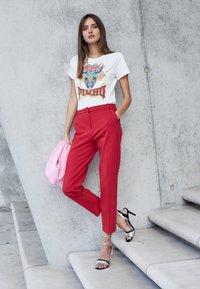 Pinko - FERDINANDO  - Print T-shirt - white - 4