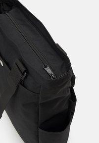 Carhartt WIP - PAYTON KIT BAG UNISEX - Tote bag - black/white - 4