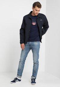 GANT - SHIELD - T-shirt med print - evening blue - 1