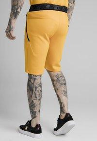 SIKSILK - Shortsit - yellow - 2