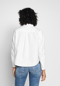 Tommy Jeans - BADGE - Button-down blouse - white - 2