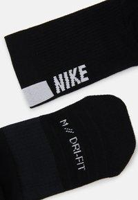Nike Performance - 2 PACK UNISEX - Calcetines de deporte - black/white - 1