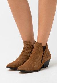 YAS - YASBIRA - Kotníková obuv - brown stone - 0