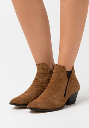 YASBIRA - Ankle boots - brown stone
