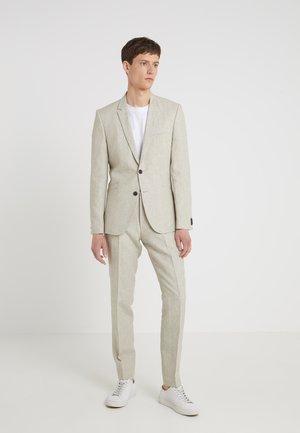 ARTI HESTEN - Suit - medium beige