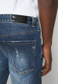 AMICCI - VERONA CARROT FIT  - Jeans Tapered Fit - dark blue - 3