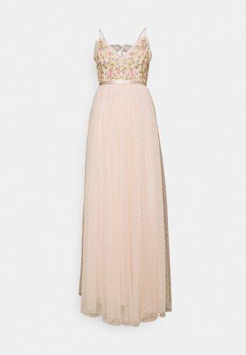 EMMA DITSY BODICE CAMI MAXI DRESS - Společenské šaty - strawberry icing