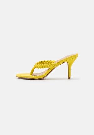 IMOGEN - Sandalias de dedo - yellow