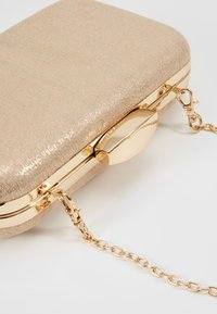 Dorothy Perkins - ROUNDED BOX  - Clutch - gold - 6