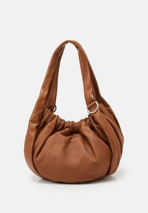 HATOTEL - Handbag - caramel