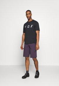 Fox Racing - FLEXAIR SHORT NO LINER - kurze Sporthose - dark purple - 1