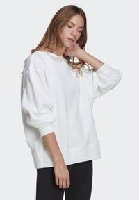 adidas Originals - ADICOLOR 3D TREFOIL OVERSIZE SWEATSHIRT - Sweatshirt - white - 2