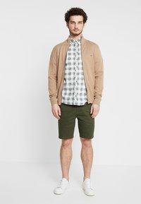 Burton Menswear London - NEW CASUAL - Shorts - khaki - 1