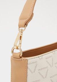 Valentino by Mario Valentino - LIUTO - Handbag - ecru/multi - 3
